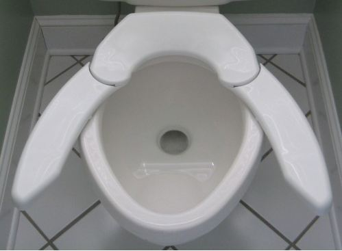 This Toilet Seat Will Support Up To 1 000 Pounds Mopo Geek